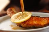 鮭のバターソテーの作り方2
