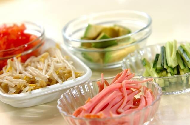 カレー風味の具だくさん冷やし中華の作り方の手順1