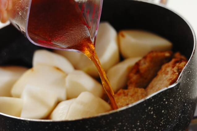 カブと鶏団子風煮物の作り方の手順3