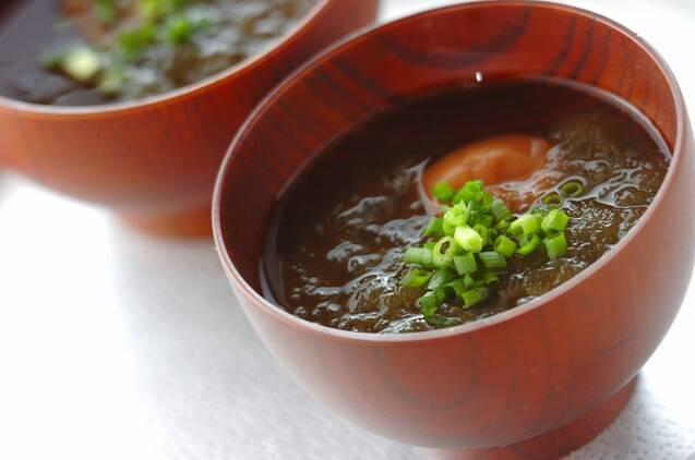 とろろ昆布と梅干しの簡単スープ