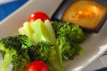 ブロッコリーの七味みそディップ