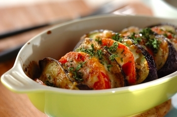 夏野菜を味わう!ナスとトマトのチーズ焼き