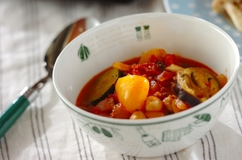 夏野菜とヒヨコ豆のトマトスープ