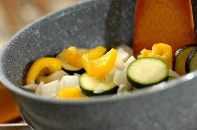 夏野菜とヒヨコ豆のトマトスープの作り方の手順2