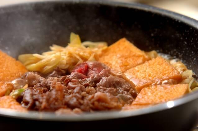 牛こま肉と厚揚げのすき焼き風煮の作り方の手順2