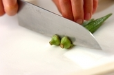 納豆とオクラの塩麹和えの下準備1
