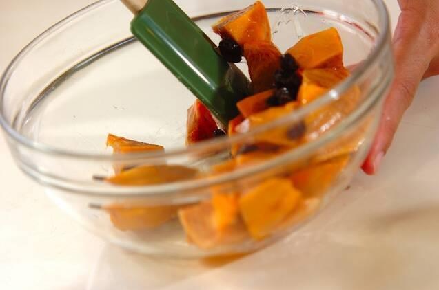 柿とグラノーラのデザートの作り方の手順1