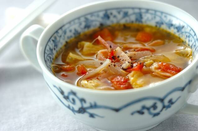 キャベツとトマトのスープ