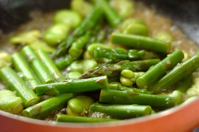 グリーンアスパラとソラ豆のサッと煮の作り方の手順3