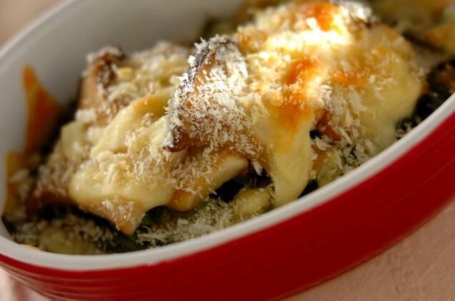 パン粉とチーズの焼き色がうつくしい小松菜のチーズ焼き