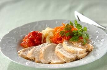 鶏むね肉と春ニンジンのトマト蒸し煮