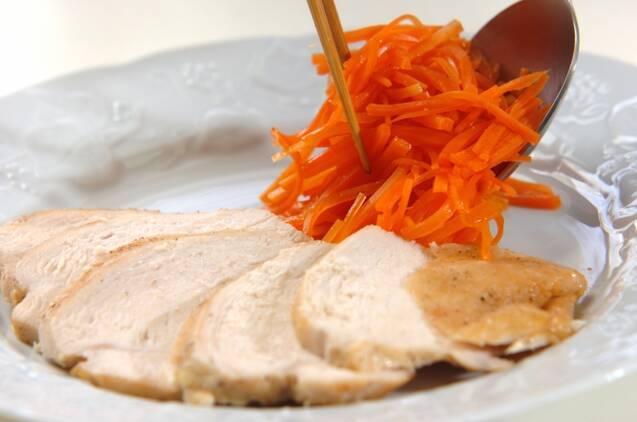 鶏むね肉と春ニンジンのトマト蒸し煮の作り方の手順5