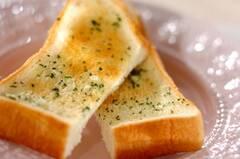 食パンガーリックトースト