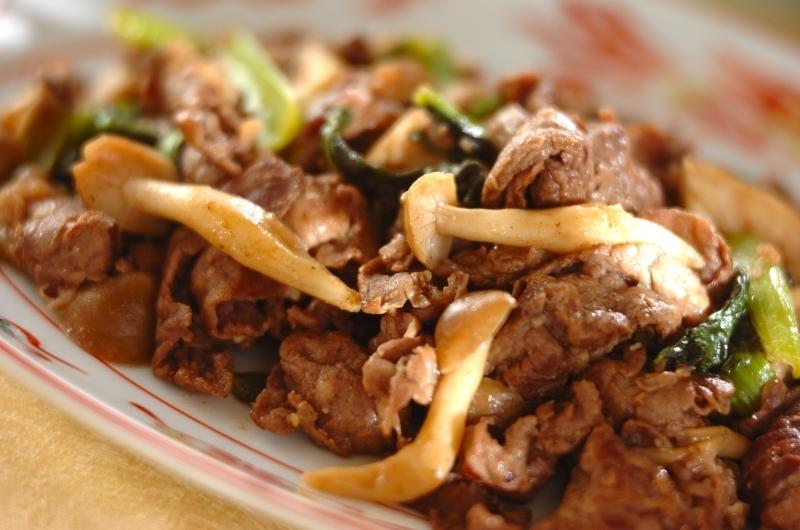 牛肉と小松菜とキノコの炒め物