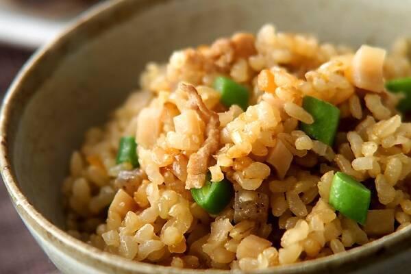 玄米炊き込みごはん