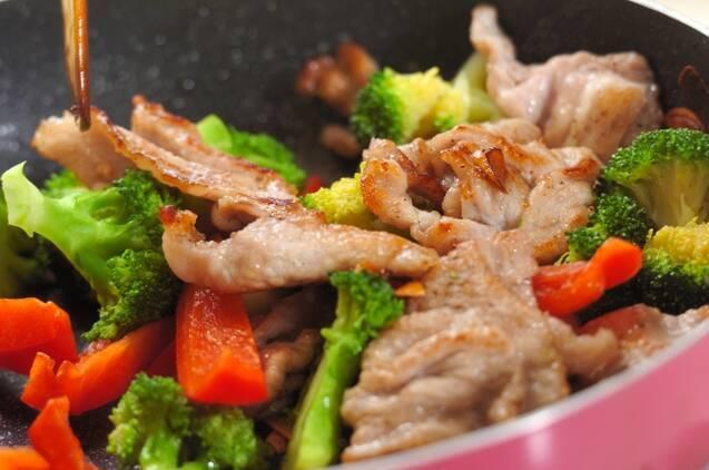 ブロッコリーと豚肉のオイスター炒めの作り方の手順3