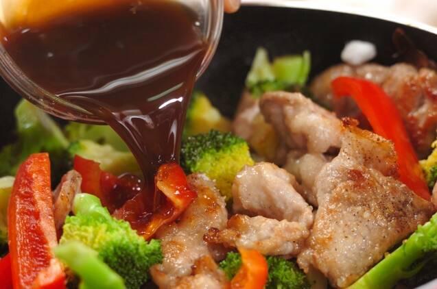 ブロッコリーと豚肉のオイスター炒めの作り方の手順4