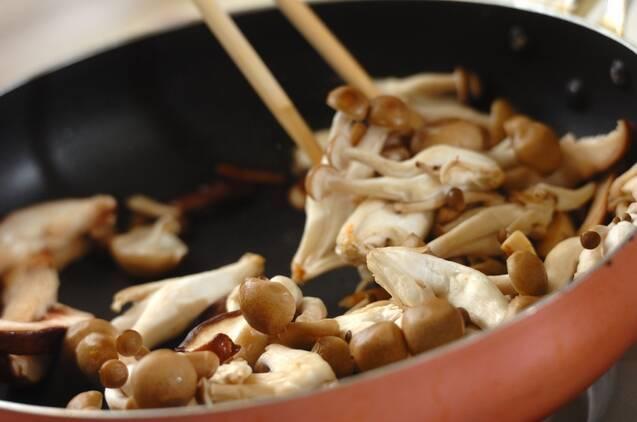 キノコのバター炒めの作り方の手順4
