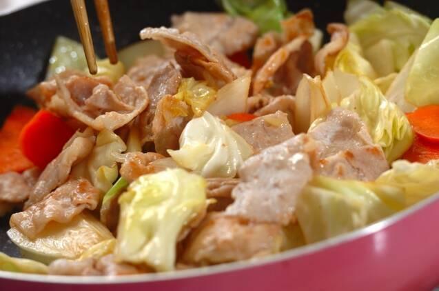 簡単豚肉とキャベツの炒め物の作り方の手順4