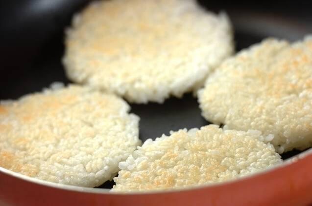 菜の花とつくねのライスバーガーの作り方の手順4