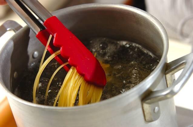 コンビーフと豆苗のガーリック風味スパゲティーの作り方の手順2