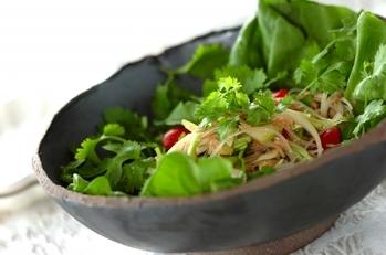 セロリと香菜の春雨サラダ