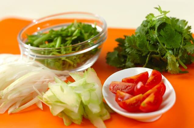 セロリと香菜の春雨サラダの作り方の手順1