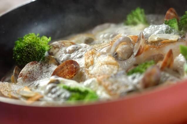 白身魚とアサリのワイン蒸しの作り方の手順4
