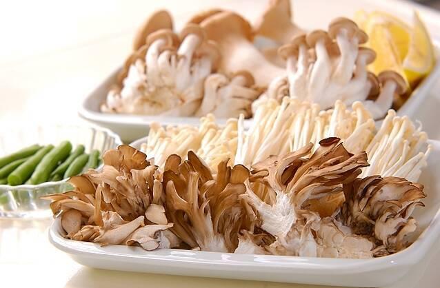秋の味覚がギュ!キノコのホイル焼きの作り方の手順1