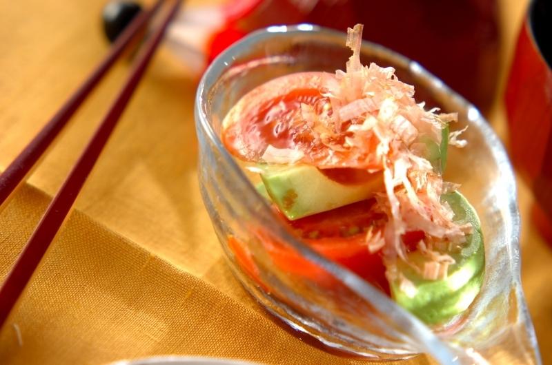 2. トマトとアボカドの和風サラダ