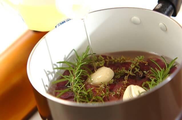 レバーのコンフィバルサミコしょうゆ漬けの作り方の手順3