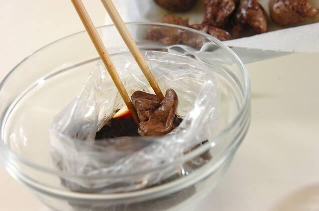 レバーのコンフィバルサミコしょうゆ漬けの作り方の手順4