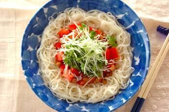 トマトと納豆の冷やし素麺