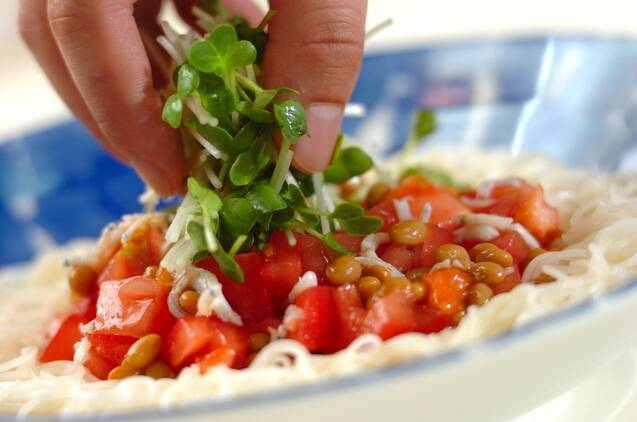 トマトと納豆の冷やし素麺の作り方の手順2