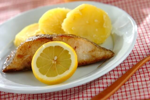 おなじみの白身魚「カレイ」の旬や選び方、おすすめレシピ12選の画像