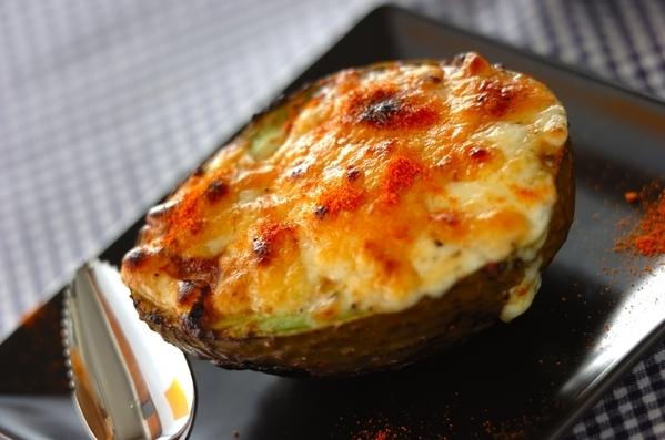 1. 味噌入り!のアボカドのチーズ焼き