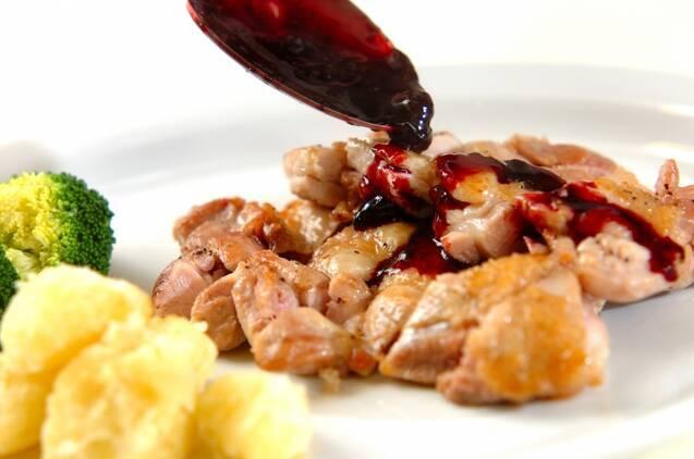 鶏肉のソテー・ブルーベリーソースの作り方の手順6