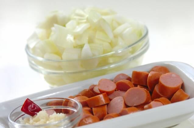ミックスビーンズとソーセージのトマト煮の作り方の手順1