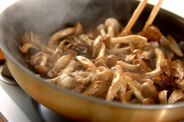 キノコのバルサミコソテーの作り方の手順3