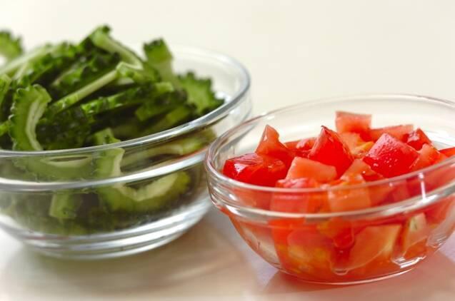 ゴーヤとトマトのスープの作り方の手順1
