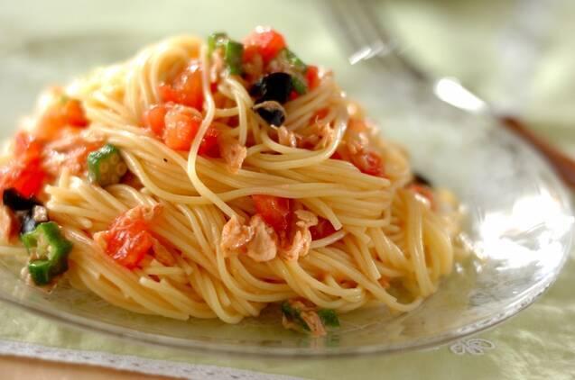 トマトとオクラを使ったパスタ
