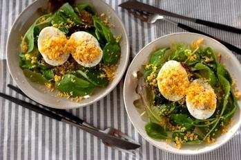 ゆで卵とスモークサーモンのサラダ