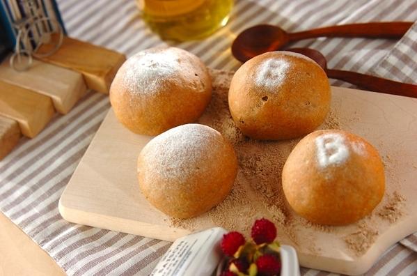 7. ブランとハチミツの素朴な手ごねパン