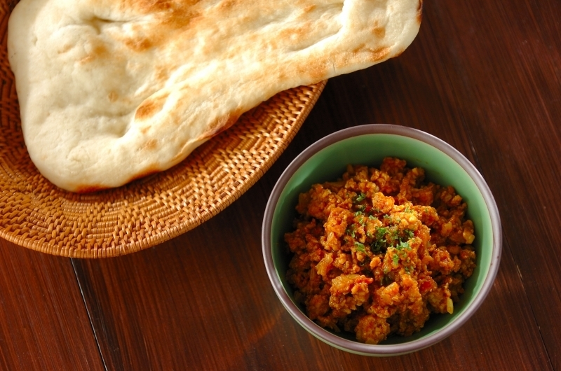 水煮トマト缶とスパイスで作る鶏ひき肉のインドカレー