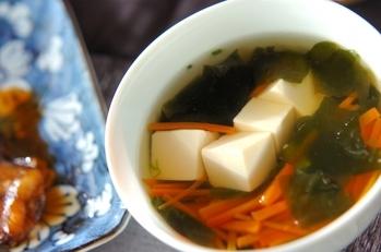 豆腐とワカメの和風スープ