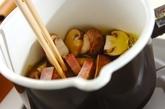 マッシュルームと厚切りベーコンのアヒージョの作り方2