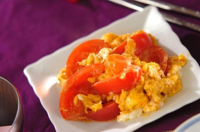 ゴマ油の香りがたまらない!トマトと卵の中華炒め