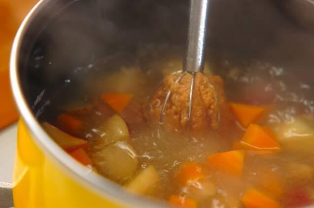 根菜のゴマみそ汁の作り方の手順4