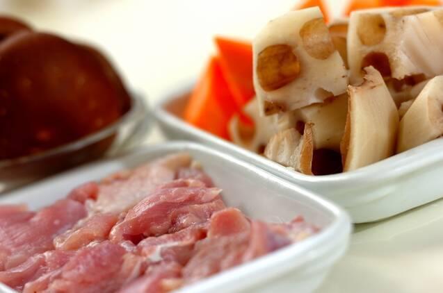 定番常備菜!鶏とレンコンの煮物の作り方の手順1
