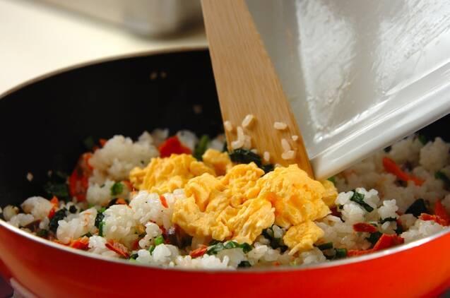 鮭とホウレン草のチャーハンの作り方の手順5